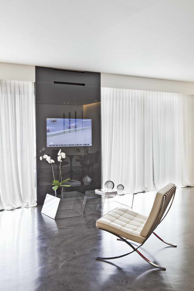 as an art gallery with a view of the sea in monte carlo. Black Bedroom Furniture Sets. Home Design Ideas