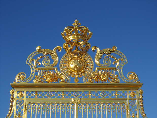 versailles golden gate,versailles palace architecture,famous gardens in france,french travel destinations,luxury palaces of the world,