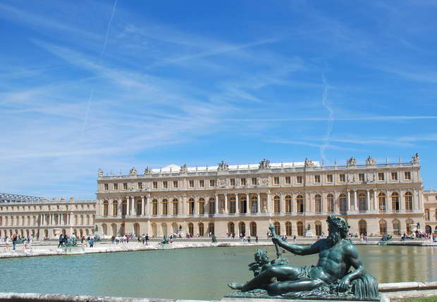versailles palace fountains,versailles palace architecture,famous palaces in france,luxury palaces of the world,travel destinations in europe,
