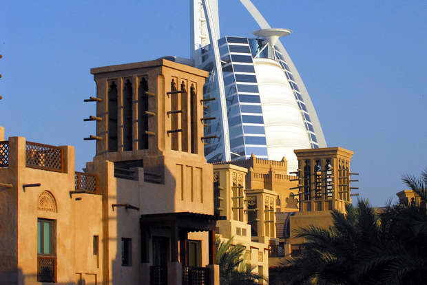 Burj Al Arab,ship shaped hotel dubai,best luxury hotel in uae,luxury hotels of the world,famous travel destinations,