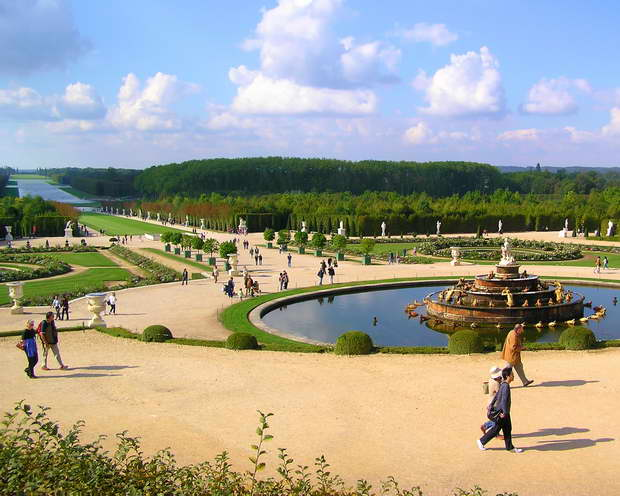 versailles palace fountains,versailles gardens photos,famous parks in france,french landscape architecture,best travel destinations in europe,