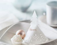 white Christmas decorations ideas,white and silver Christmas table decoration ideas,paper Christmas placemats to make,silver and white striped tableware,winter wonderland table setting ideas,