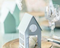 white and silver Christmas table decoration ideas,paper Christmas placemats to make,winter wonderland themed party decoration ideas,paper house table decorations to make,decorative metal plates,