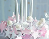 white Christmas table decoration ideas,Christmas table decoration ideas with candles,winter wonderland table setting ideas,paper star Christmas decorations,holiday table centrepieces,