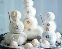 wool or cotton wool decorative snowman ideas,white Christmas table decoration ideas,winter wonderland themed party decoration ideas,winter wonderland table centerpiece ideas,decorative metal plates,