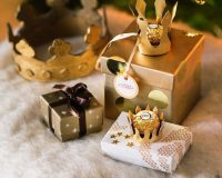 gold and white Christmas decor,gold crown holiday designs,gold box for gift,white gold brown decorations ideas,crown Christmas decoration,