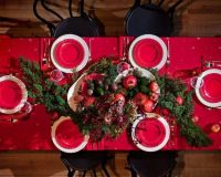 traditional dining room holiday ideas,green and red table setting,design ideas for dining room table,red and green holiday decorations,natural dining room ideas,