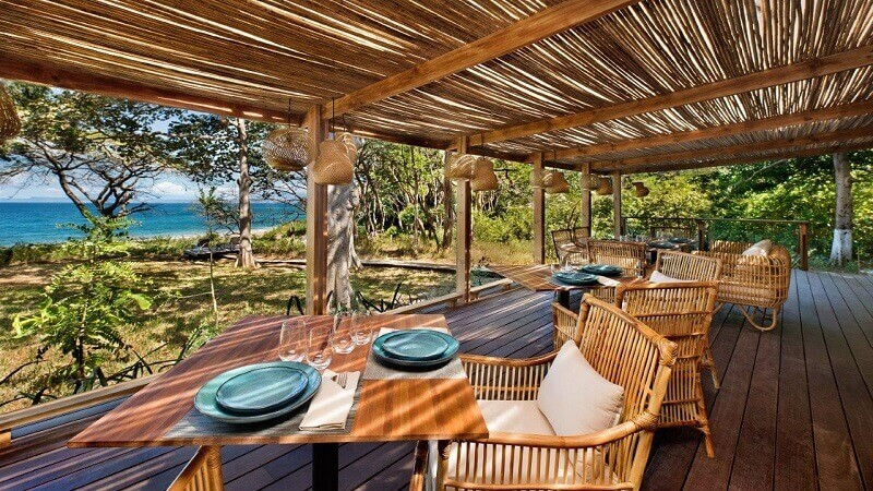 blue plate table setting,wood restaurant tables solid,ecological restaurant furniture,luxury resorts costa rica,restaurant with a view,