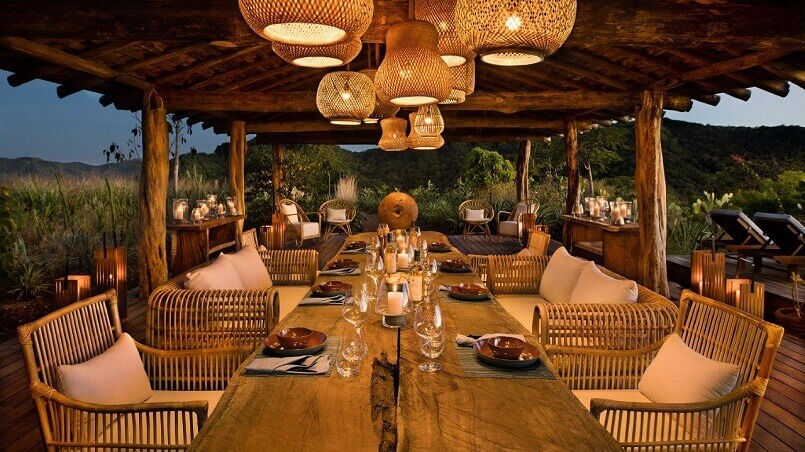 eco lodge costa rica,natural restaurant design ideas,ceiling lights above dining table,hotel restaurant design,luxury hospitality,