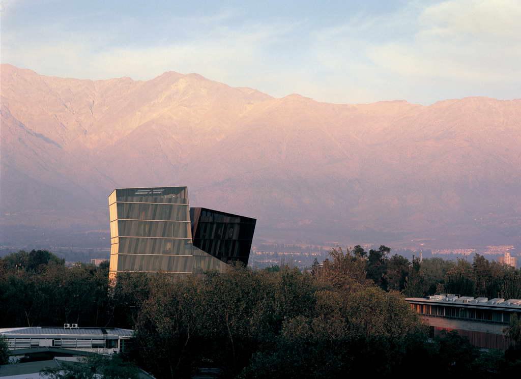 A_Alejandro-Aravena-San-Joaquín-Campus_Universidad-Católica-de-Chile_Santiago_Chile_photo-by-Cristobal-Palma_Archi-living_resize.jpg
