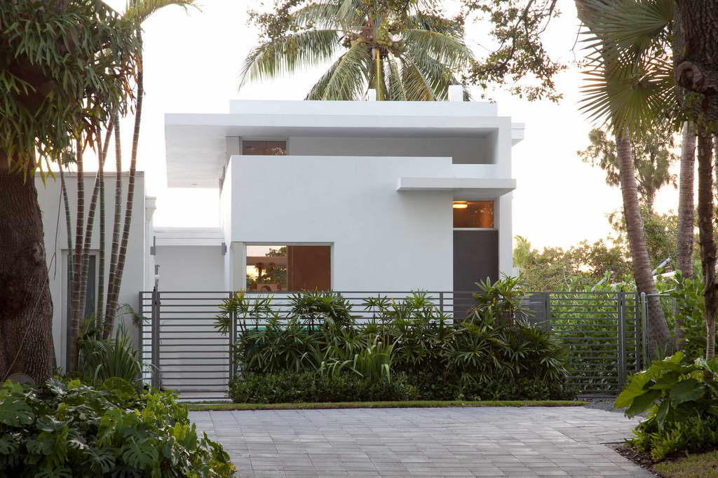 contemporary house design,modern home design,high end fence ideas,greenery house images,white house facade,