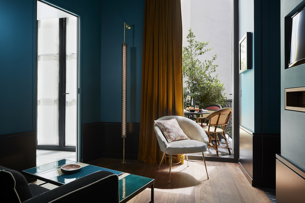 le roch hotel and spa paris a member of design hotels,trendy hotel rooms,green and yellow room design,breakfast terrasse paris,hotel green walls,