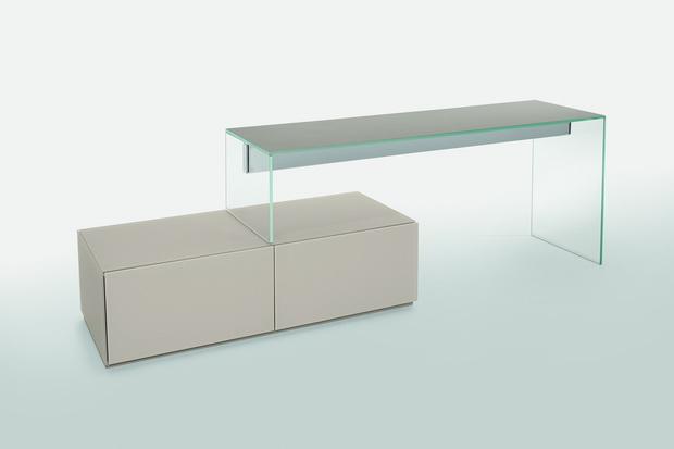 Air-desk-1-Up+-Air-Up-A_resize.jpg