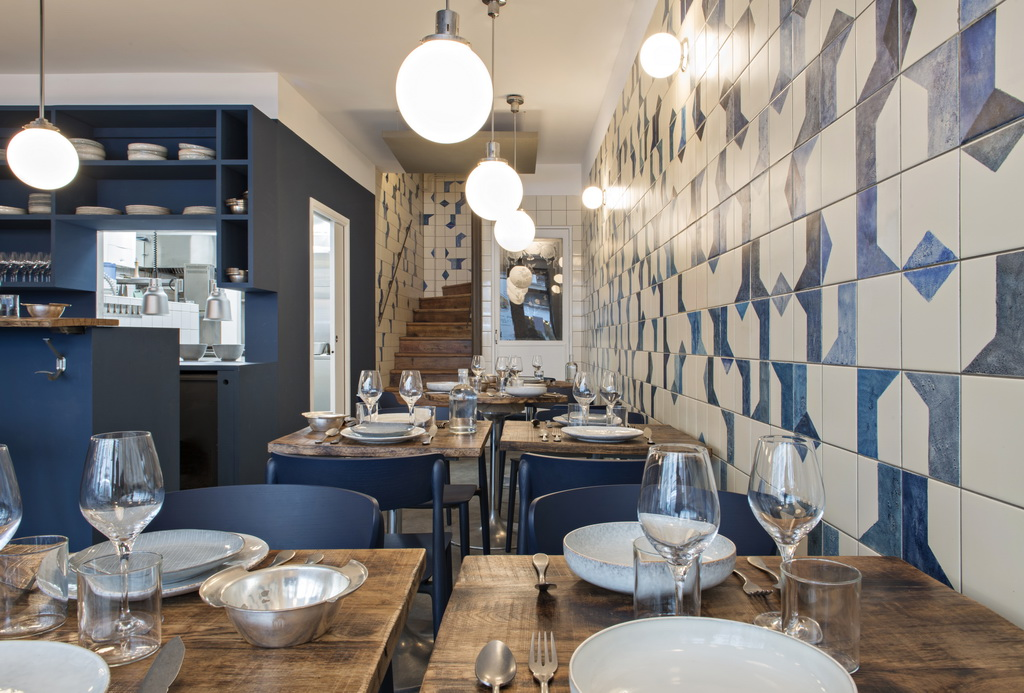 Milie bonaventure discover the new gourmet hotspot in for Restaurant miroir rue des martyrs