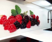 red glass kitchen backsplash fruits,glass kitchen backsplash,red green white black glass backsplash,croatian kitchen design,staklo u kuhinji,