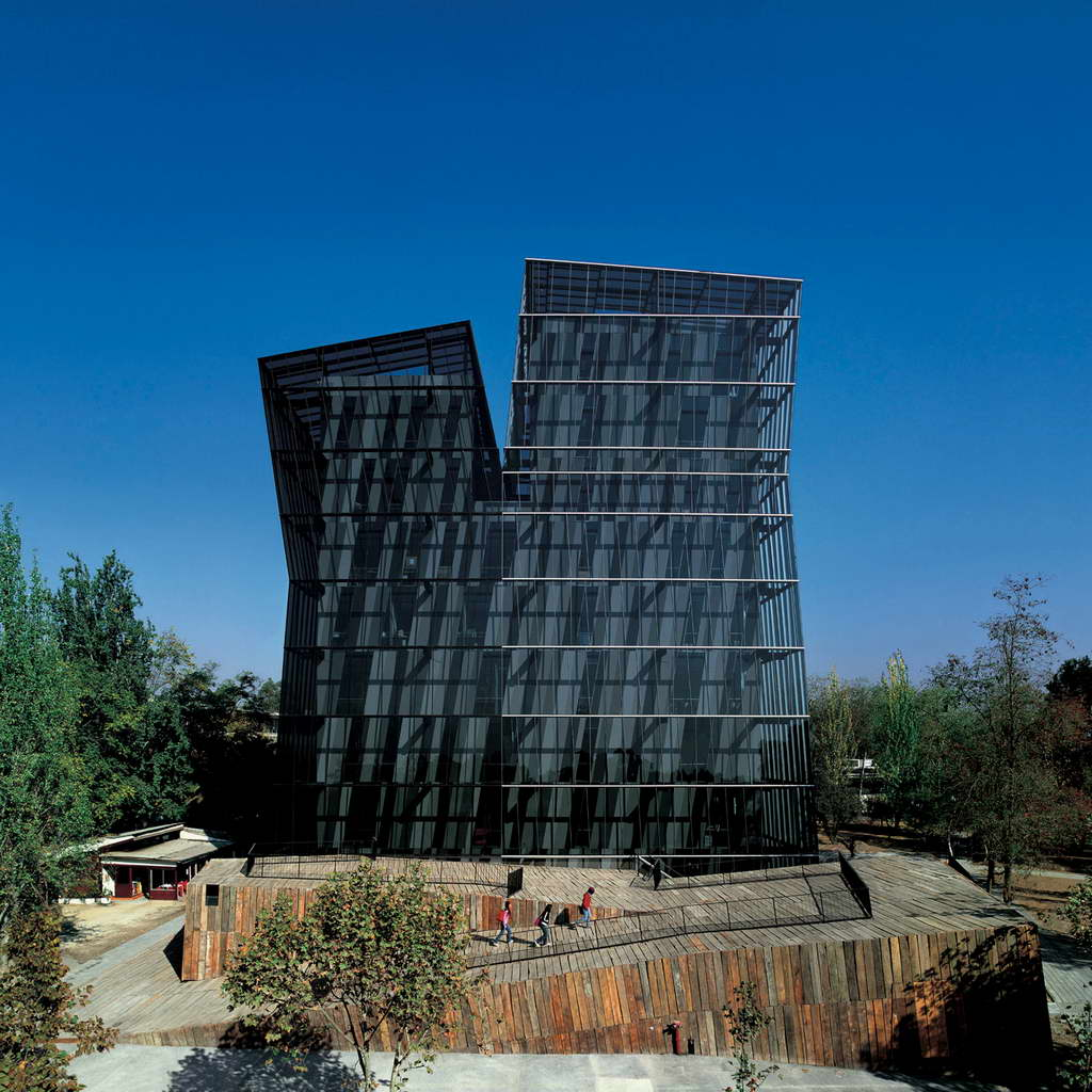 B_Alejandro-Aravena-Siamese-Towers-San-Joaquín-Campus_Universidad-Católica-de-Chile_Santiago_Chile_photo-Cristobal-Palma_Archi-living_resize.jpg