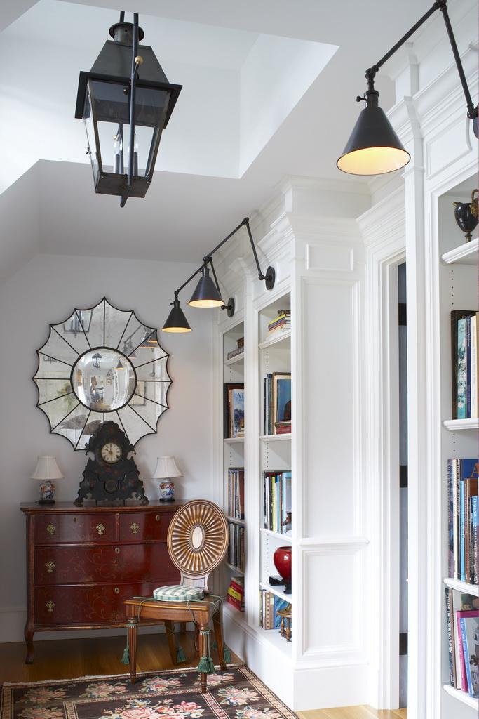 B_Gil-Walsh-Interiors_Massachusetts_design_hallway_art_furniture_Archi-living_resize.jpg