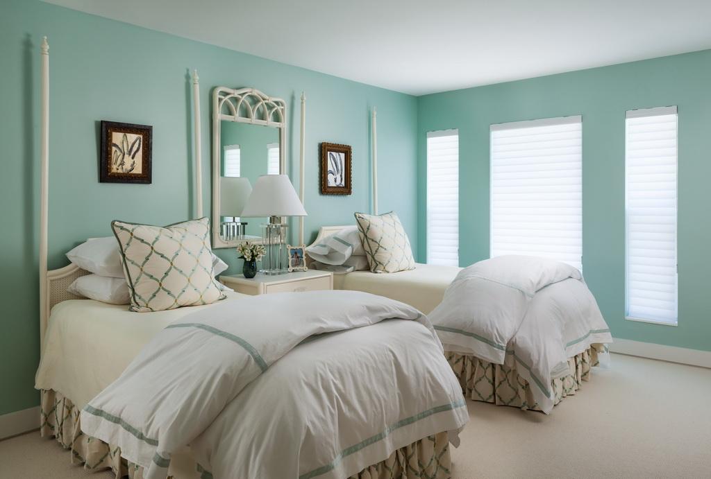 green walls bedroom,green and white bedroom decor,traditional bedroom ideas,charming bedroom designs,bedroom mirror design,