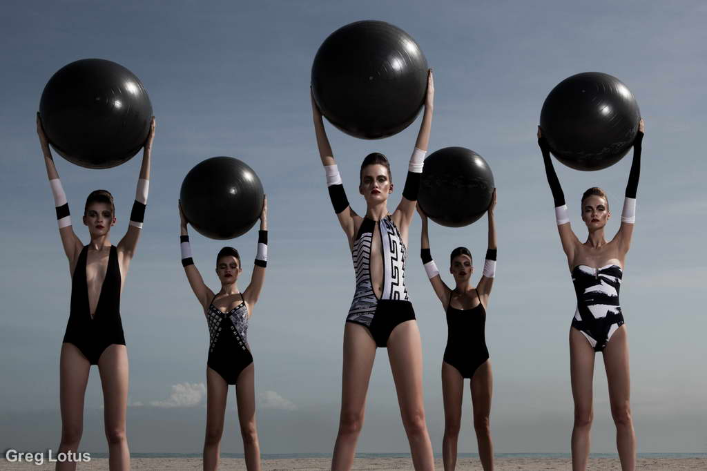 B_Greg-Lotus_New-Art-at-NIBA-Home_girls-and-baloons_Archi-living_resize.jpg