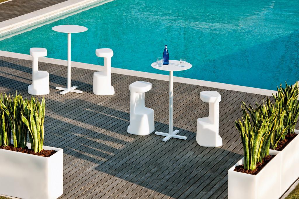 B_Pedrali_outdoor_furniture_serif-table_chairs_design_decor_Archi-living_resize.jpg
