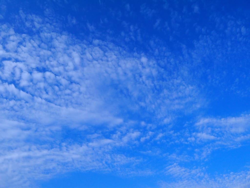 B_blue_sky_cloud_Archi-living_resize.jpg