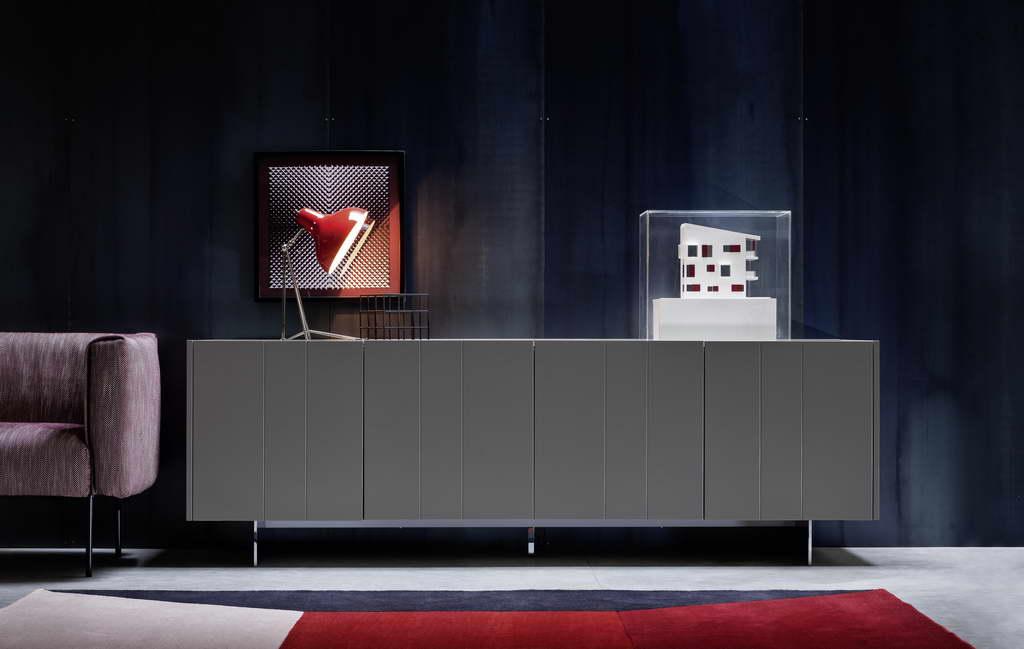 B_light_design_novamobili-italy-store-diana-red-desk-lamp-01_Archi-living_resize.jpg