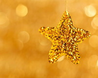 gold star Christmas ornaments,golden holiday decoration ideas,gold star Christmas tree decorations,gold star decoration ideas,festive golden ornament ideas,
