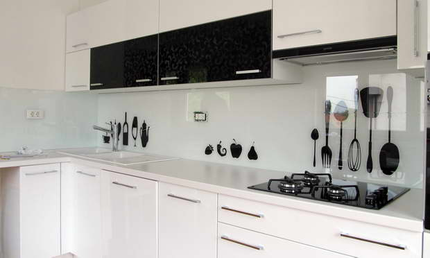 stylish glass in kitchen design