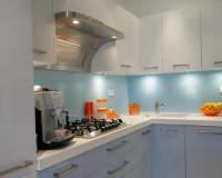 blue kitchen backsplash ideas,glass kitchen backsplash tile,croatian kitchen design,staklo u kuhinji,white blue kitchen decor,