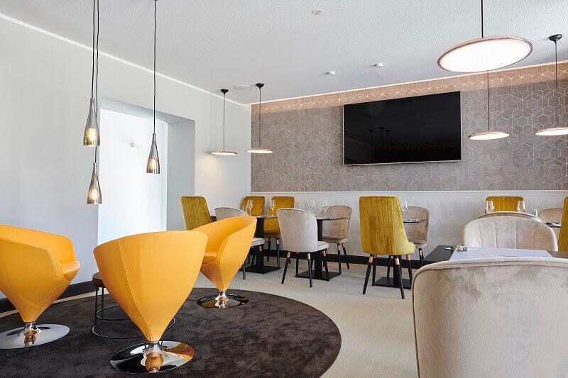 contemporary restaurant interior design,modern yellow dining chairs,yellow chairs in restaurant design,amelie hotel & appartements landau in der pfalz,boutique hotel restaurant design ideas,