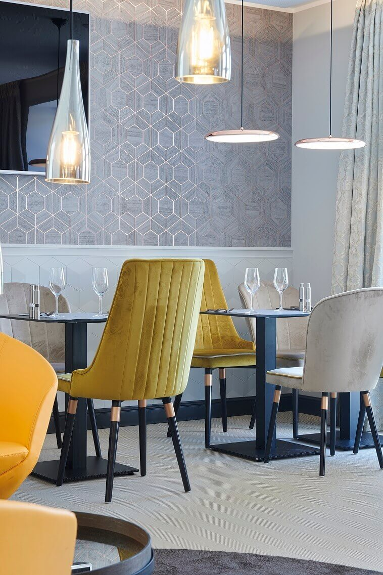 contemporary restaurant interior design,modern yellow and beige dining chairs,amelie hotel landau pfalz,yellow and beige chairs in restaurant design,boutique hotel restaurant design ideas,
