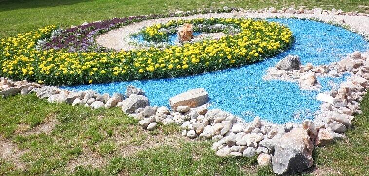spiral shaped garden art blue and yellow,beach themed garden art,archi-living,beautiful garden design ideas,garden art blue and yellow,