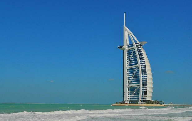 burj al arab jumeirah hotel,most luxurious hotels in the world,sea inspired architecture,sailboat looking hotel in dubai,visit dubai uae,