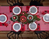red white green festive table settings,gray white red decorative plates,red and white checkered tablecloth,traditional Christmas table decorations,design tips for dining room,