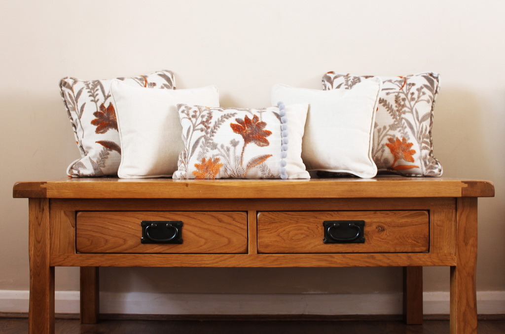 C_HSNQ_Furnishings_soft_decor_interior_decorating_cushions_Archi-living_resize.jpg