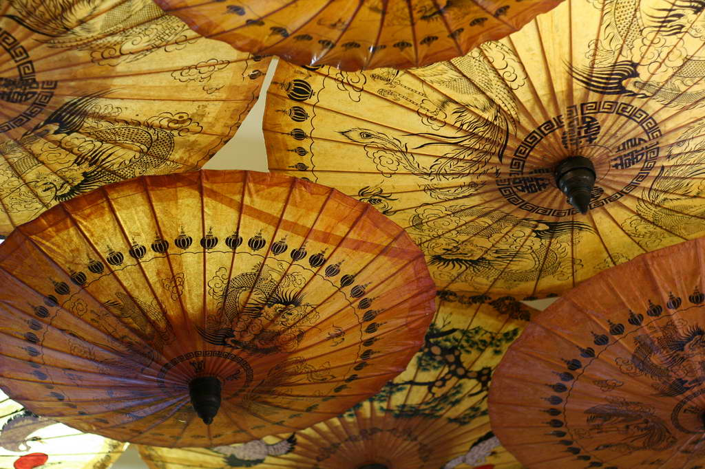 C_chinese-traditional-umbrellas_FreeImages.com_photo-Martin-Carter_Archi-living_resize.jpg