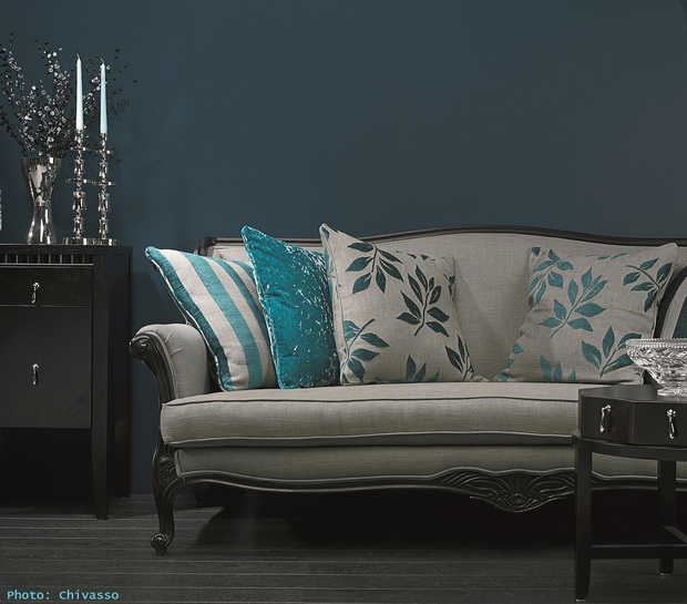 blue decorative pillows modern,classic living room design,decorating with patterns and textures,interior decorating for living room,textile decorative design,