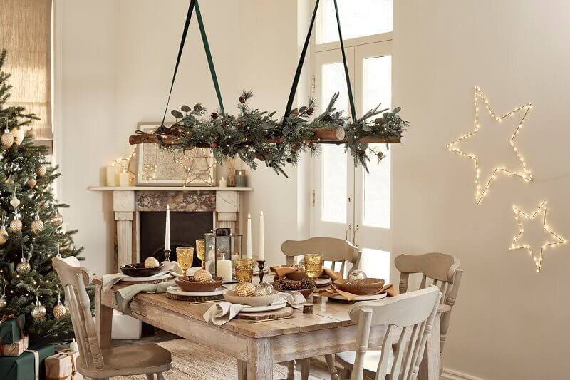 rustic holiday table settings,sparkling lights decoration ideas,holiday rustic dining room decorating ideas,decorative star wall design,Christmas table decoration ideas,