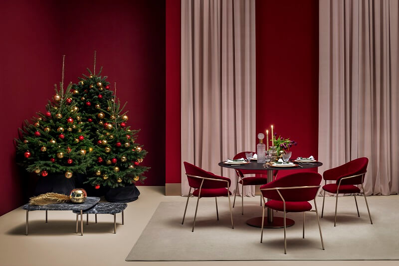 Christmas tree in dining room or living room,red decor in dining room,luxury red dining chairs with arms,festive holiday table settings,red walls home decorating ideas,