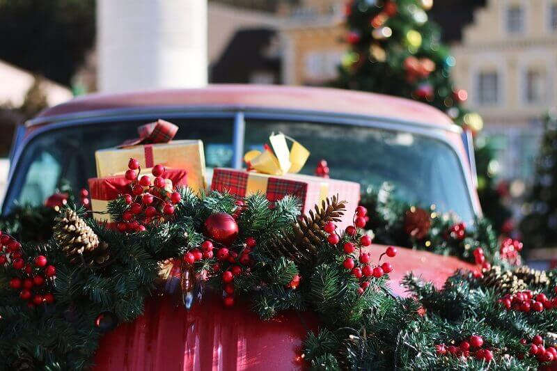 Feng Shui for design,red car as holiday decor ideas,Christmas gift ideas for girlfriend,red and green Christmas ornaments,Christmas gift decorating ideas,