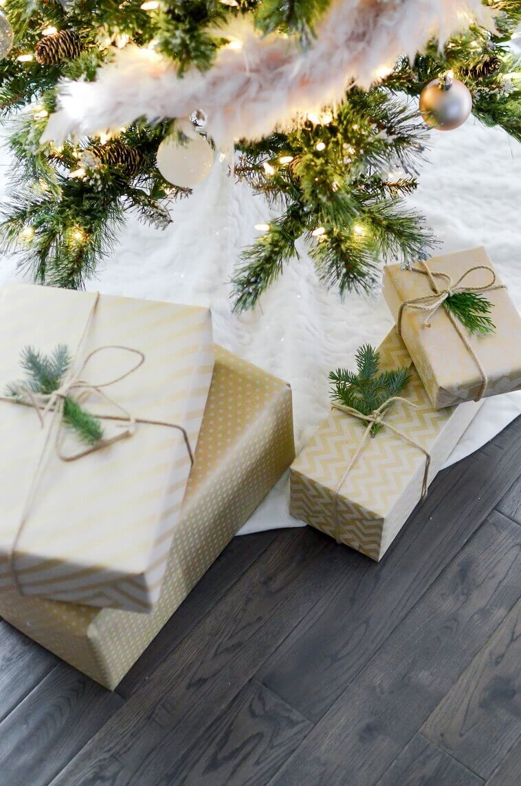 presents under the tree ideas,gifts wrapped in neutral paper,gifts tied with rope,Christmas tree lighting decorations,Feng Shui home decor tips,