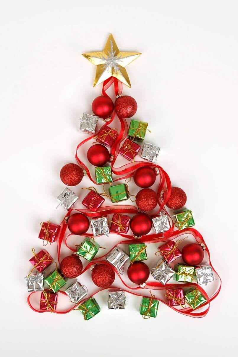Christmas tree design on wall,festive wall décor,how designers decorate for Christmas,Christmas tree ideas for centrepieces,creative holiday centrepieces,