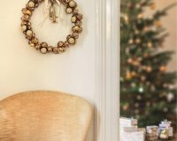 Christmas wreath images,gold Christmas wreath,white and gold holiday decor,ferrero rocher decoration ideas,Christmas decor for living room,
