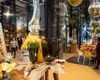 yellow and gold holiday decorations,retail design trends 2019,yellow color in interior design,gold Christmas tree decorations,yellow retail decorations,