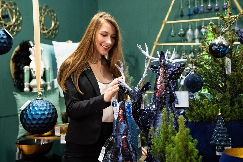 home decor color trends 2020,classic blue holiday decorations,blue green Christmas tree decorations,Christmasworld trends 2020,trendy blue Christmas tree baubles,