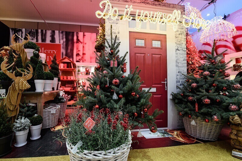 red and green retail holiday design,how to decorate a shop for Christmas,two Christmas trees in the shopping centres,Christmasworld frankfurt germany,traditional colors of holidays,