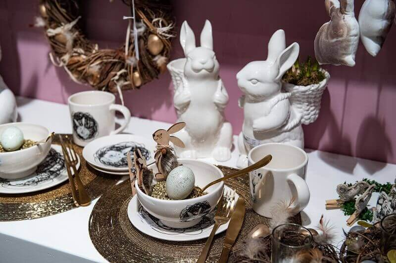 Easter table setting images,Easter bunny tableware,how to set table for Easter dinner,bunny ornament for table,rabbit decorative accessories,