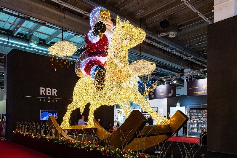santa claus retail lighted decoration,santa claus shopping centre light,how to decorate your shop for Christmas,traditional Christmas lights outdoor,Christmas decorating themes,