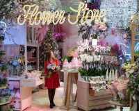 trends in flower shop decorating ideas,retail decor trade shows 2020,flower store retail design,flowers for holiday decoration,how to decorate with flowers,
