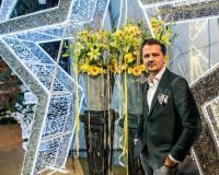 Rudi Tuinman,2dezign,famous retail designers,retail decorations for Christmas,yellow flowers in store decoration,